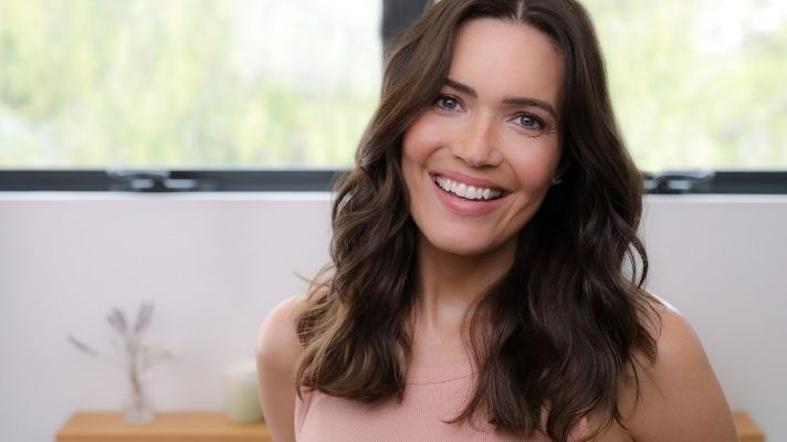 Whoa—Mandy Moore Is Now As Blonde As Her 'Candy' Days