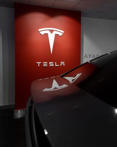 Elon Musk confirmó que Tesla no está vendiendo todos sus bitcoins, insinuando la posible continuación de las transacciones.
